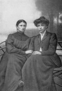 Ольга Кобылянская и Кристина Алчевская. 1914 год